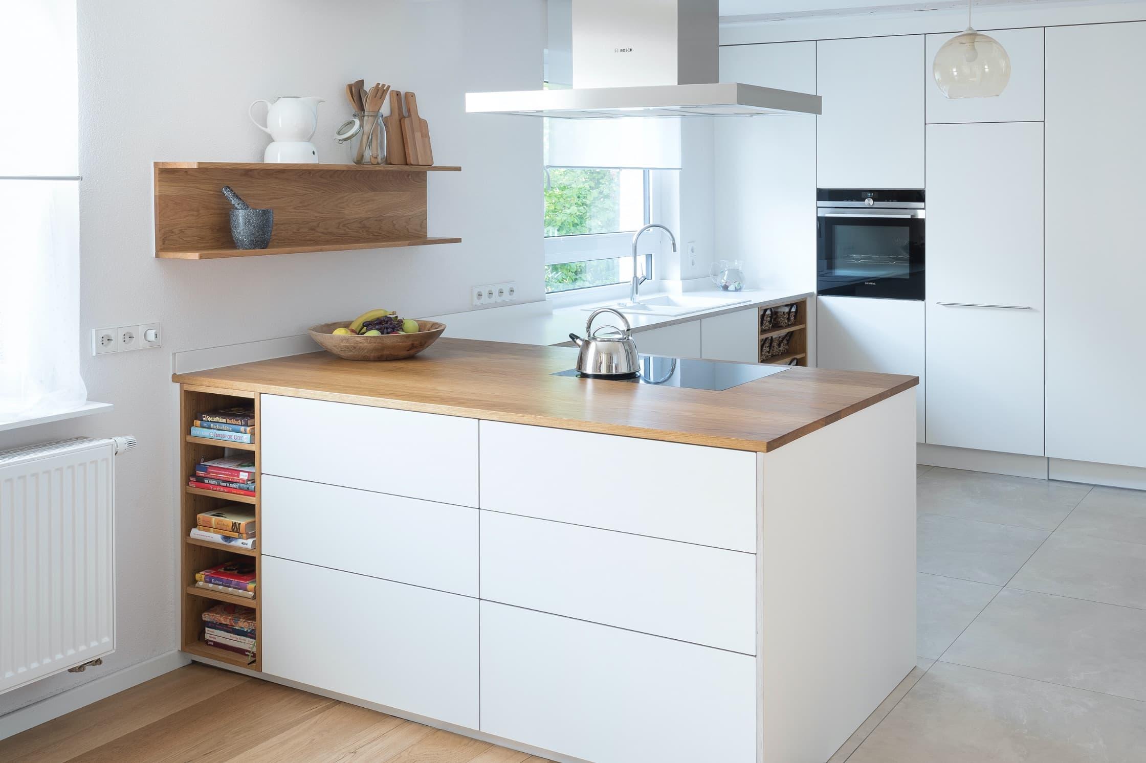 Küche mit verschiednen Materialien von NR Küchen