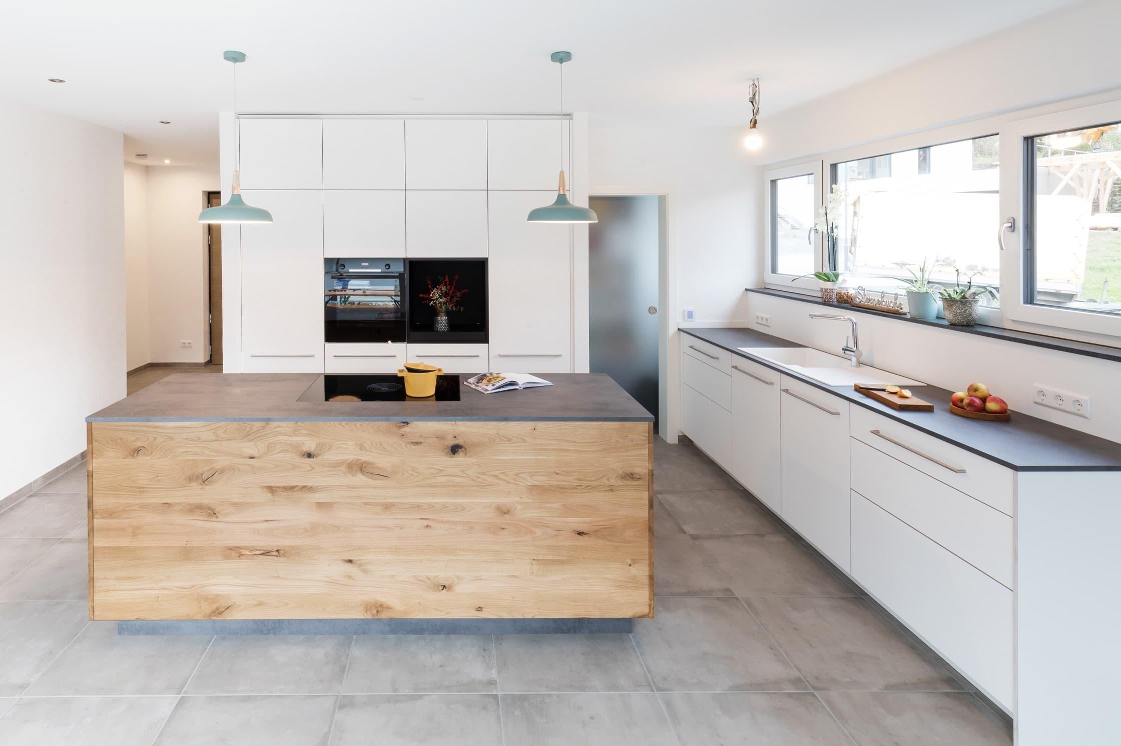 Küchen mit Kücheninsel