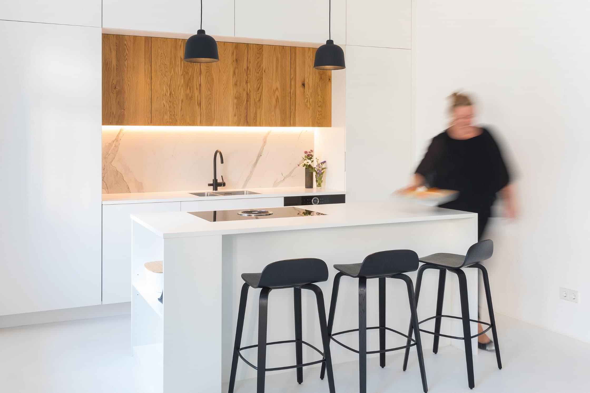 Eine weiße Küche