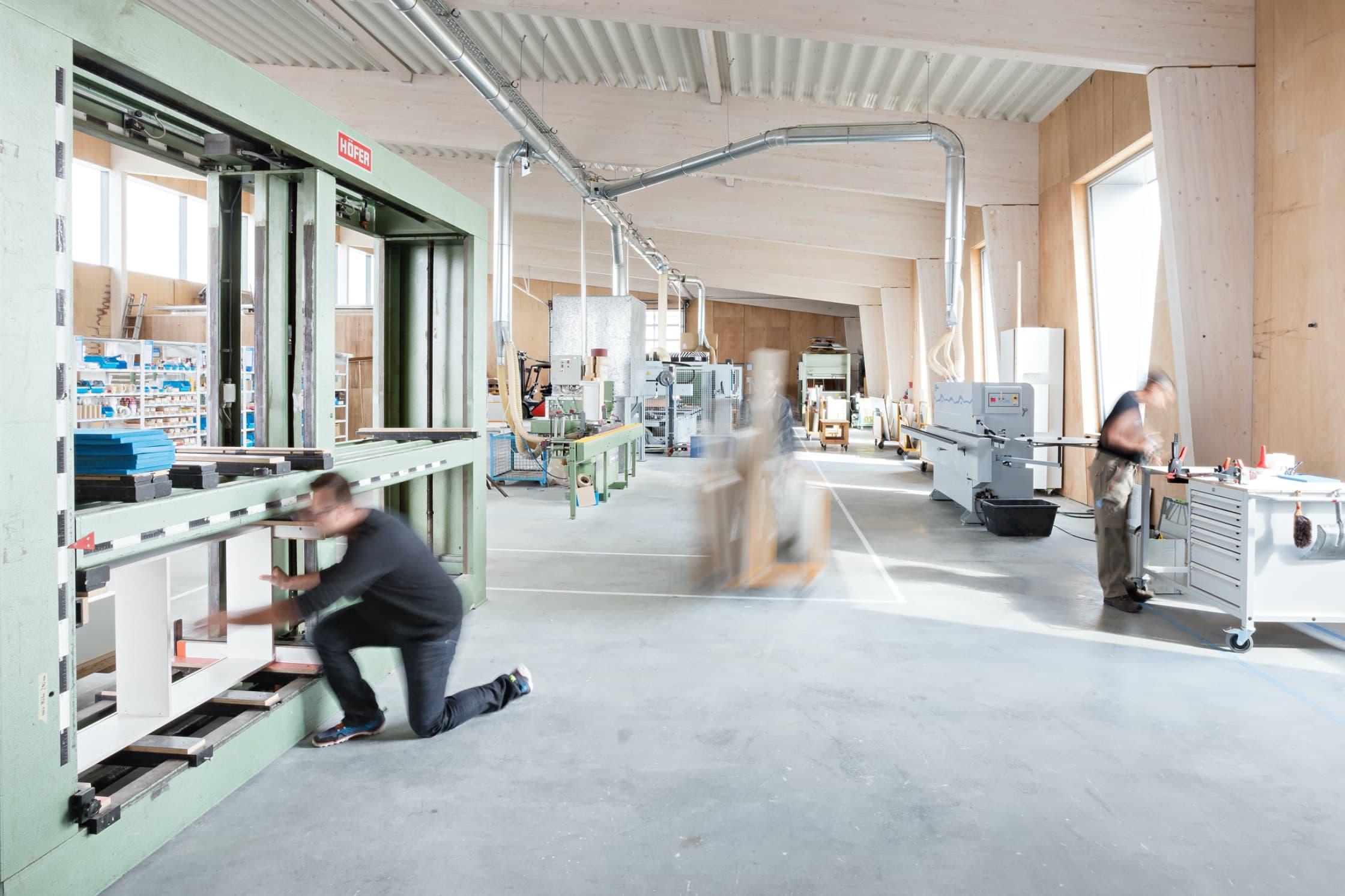 Produktion in Schwäbisch Hall für Küchenstudio Aalen – NR Küchen