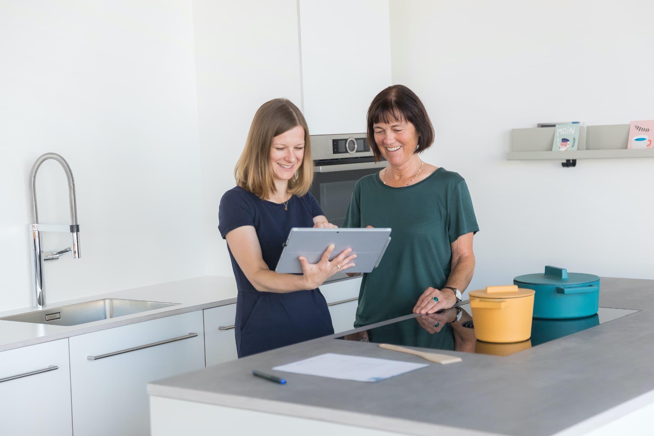 Beratung mit System im Küchenstudio für Aalen – NR Küchen